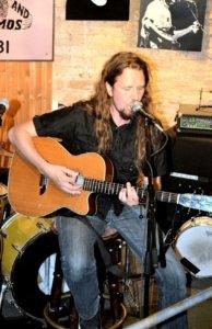 Jarkko Caven esiintyi August Rockissa ensimmäistä kertaa ja viihdytti yleisöä covereillaan.