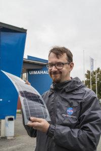 Jos kiinteistö käyttää sähköä ja katolle paistaa aurinko, aurinkopaneelien asennus kannattaa ehdottomasti, energia-asiantuntija Janne Käpylehto vakuuttaa.