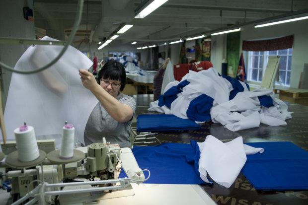 Yrittäjät tutustuivat muun muassa Flagmoren tekstiilipainoon Aitoossa.