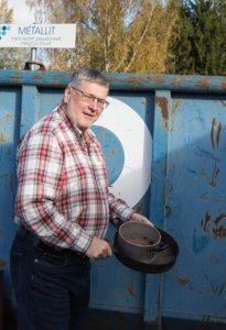 Kesäpälkäneläinen Jouko Karlsson toi Kankaanmaan jäteasemalle muun muassa metallia. Meneillään oli mökin syyssiivous.