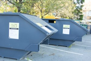 Muovikeräyspisteeseen tuodaan jatkuvasti enemmän sinne kuuluvaa jätettä eli puhtaita elintarvikepakkauksia, pakkausmuovia, muovipulloja ja -pusseja.