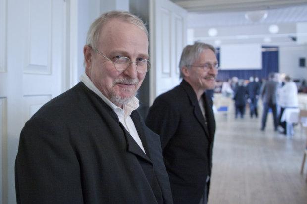 Ruokolan kartanon isäntä Elis Waldens ja Kankaisten tilan omistaja Karl Boman (Vesa Mellavuo ja Jussi Saari) toivottivat vieraat tervetulleiksi kunnan 150-vuotisjuhlaan.
