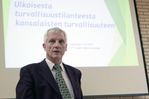 – Nato on palaamassa viitosartiklan mukaiseen kollektiiviseen puolustukseen, Pertti Salminen sanoo.