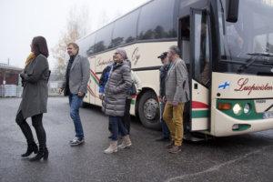 Road showssa kierretään bussilla seudun yrityksiä.