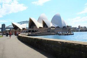 Sydneyn tunnetuimpia maisemia.