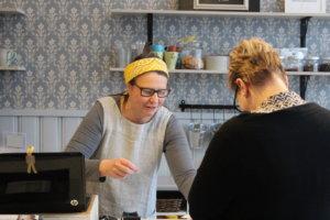 Hlei Rapatilla oli kahvilatiskin takana kiireinen päivä.
