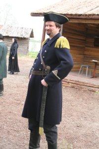 Jarmo Salo vuonna 2007 nimismies Bergstadiuksena Ramppi-teatterin näytelmässä Tulipunainen ratsastaja.