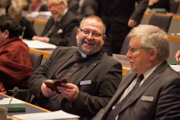 Jari Kemppainen kirkolliskokouksessa. Kirkon kuvapankki / Aarne Ormio.