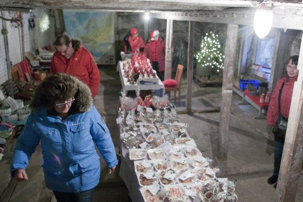 Puutikkalan Puodin kivinavetta muuttui tunnelmalliseksi joulupuodiksi.