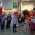 Joulupukki ja tontut vierailivat Onkkaalan Ikäpisteellä