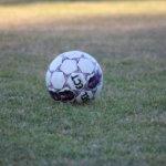 Luja-Lukko pitää jalkapalloharjoituksia yhteiskoulun nurmella