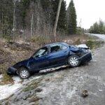 Auto nurin Aitoontiellä