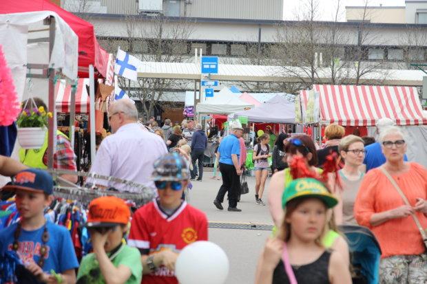 Kangasalan yrittäjien kevätmarkkinat toivat väkeä keskustaan jo 26. kerran.