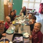 Koulukampanja selvitti – laakeat lautaset vähentävät lautasjätettä