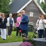 Opastus avasi Sahalahden kirkon ja hautausmaan historiaa