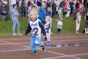 Kolmevuotiaat juoksivat 30 metriä.