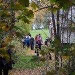 Kierroksella tutustuttiin myös Puutikkalan Puodin pihapiirissä sijaitsevaan savusaunaan.