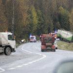 Henkilöauton ja rekan kolari Lahdentiellä