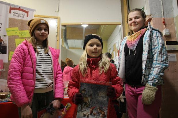 Jamina Kaksonen, Emma Seise ja Alma Simola eivät olleet liikkeellä tyhjin käsin. Etenkin arvat kiinnostivat.