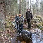 Korppivuoren purolla Benjam Härkälä, Janne Härkälä ja Robert Vuorinen.