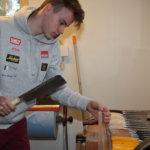 Nuori puuseppä säilyttää mieluummin hyvän harrastuksen kuin kyllästyy