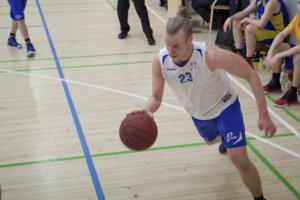 Luja-Lukon miehet nousivat viime kauden päätteeksi kolmosdivisioonaan. Kuvassa joukkueen konkareihin kuuluva Jussi Jokinen.