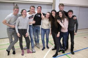 Hollantilaiset Pim, Ruwin, Yentl, Scott ja Anneline sekä ranskalaiset Ilana, Axel, Nicolas ja lisa nauttivat penkkarimeiningistä, vaikkei heidän kotimaassaan ole aivan yhtä riehakasta juhlaperinnettä.