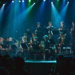 UMO pukee klassikot jazz-asuun