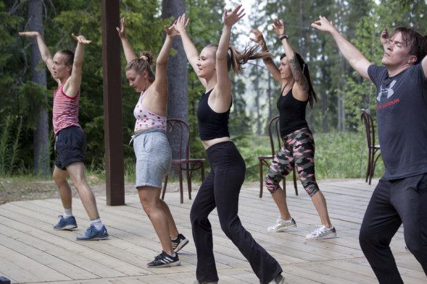 Sappeen kesän musikaalissa nähdään vauhdikkaita tanssinumeroita.