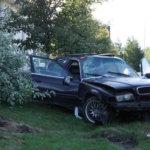 Rattijuopon auto suistui tieltä ja oli törmätä kaupan seinään