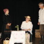 Elämän valoja ja varjoja teatterilavalla