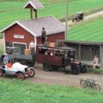 Auton vuosikymmeniä Suomessa -valokuvanäyttely Kangasala-talossa
