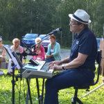 Yhteislaulut kaikuivat kotiseutumuseolla