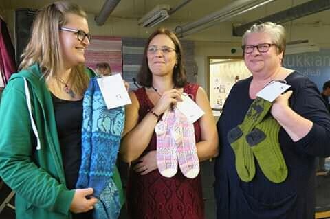 """""""Lempisukkani"""" -äänestyksen voittivat Suvin, Annelin ja Tiinan sukat. Kuva: Mikko Tuononen."""