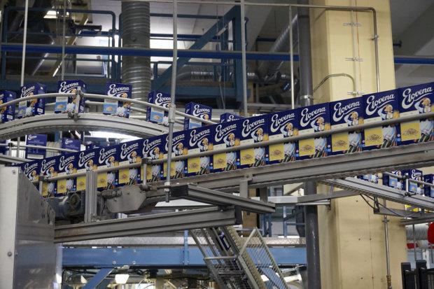 Elovena-kaurahiutaleella on jo 93 vuoden perinne. Sataprosenttisesti kotimainen tuote tehdään Nokian myllyssä.