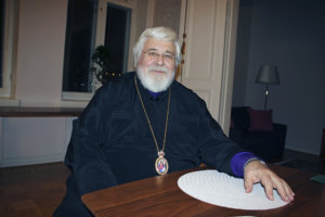 Suomen ortodoksista kirkkoa johtava arkkipiispa Leo toivoo suomalaisten palauttavan perheelle, vanhemmuudelle, kodille sekä uskonnolle ja hengellisyydelle kuuluvan arvostuksen. Hänen mukaansa viime sunnuntaina Suomen ortodoksisesta kirkosta annetun asetuksen 100-vuotisjuhlaa viettänyt kirkko tarjoaa ihmisille sitä kristillistä perintöä, joka jo pitkässä historiassa on eletty todeksi. (Kuva: Matti Pulkkinen)