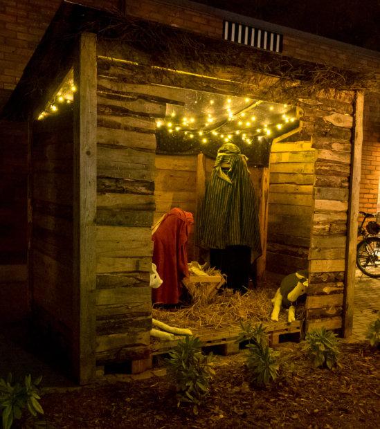 Torin jouluseimen valot syttyivät perjantaisessa joulunavauksessa.