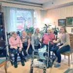 Miehen vierailu on päivän kohokohta – läheisten läsnäolo ja tuki ovat tärkeää hoitokodin asukkaille