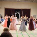 Vanhojen tanssien karu todellisuus – prinsessapäivä voi aiheuttaa rahahuolia ja ulkonäköpaineita