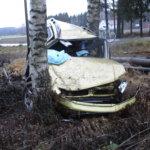 Auto rysäytti tieltä