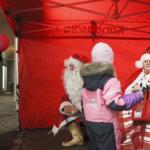 Joulupukki ennätti myös Kangasalan joulunavaukseen