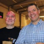 Juha Valtonen (vasemmalla) ja rehtori Jan Salmi olivat saaneet penkkaripäivämeikit kasvoihinsa.
