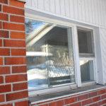 Tätä ikkunaa ei saa enää auki, sen verran talo on vuosien saatossa notkahtanut.