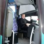 Kuljetusvastaava Rolf Hanki Tilausliikenne Hanki Oy:stä ajaa Pälkäne–Tampere-vuoroja. Hanki sai liikennöinnin Helmikkalan Liikenteen yllättäen lopetettua toimintansa.