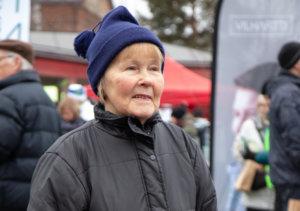 Hilkka Hämäläinen tuli vaalitapahtumaan tapaamaan henkilöä, jota aikoo äänestää.