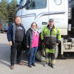 Kuljetusyrittäjät Juha Laine, Virpi Pohjola ja Mikko Mikkola vaativat teiden kunnostukseen lisää rahaa. Huonot tiet aiheuttavat vaaratilanteita. Myös polttoaineen kulutus kasvaa ja ympäristö kärsii ylimääräisissä jarrutuksissa ja kiihdytyksissä.