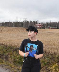 """""""Olen Inari Heinonen ja olen toiminut Kangasalan nuorisovaltuuston sihteerinä nyt kolme kautta. Olen 17 vuotta ja opiskelen Hatanpään lukiossa musiikkiteatterilinjalla. Harrastan teatteria, musiikkia ja runojen kirjoittamista. Instagramini on @inariheinonen"""""""