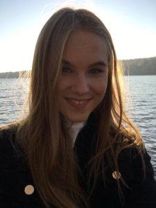 """""""Olen Minttu Saarinen, 16-vuotias, ja käyn Tampereen lyseon lukion IB-linjaa. Nuvassa olen mukana nyt neljättä vuotta ja tällä hetkellä sosiaali- ja terveyslautakunnassa edustajana. Vapaa-ajalla harrastan joogaa ja toimin lastenoikeusjärjestön Plan International Suomen lastenhallituksen puheenjohtajana."""""""