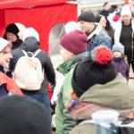 Kaverikoirat ja vohvelit vetivät Onkkaalan vaalitorille väkeä