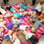 Onkkaalassa nähtiin varsinainen vauvaryntäys, kun viime vuoden aikana syntyneet vauvat kokoontuivat Pirtillä perheineen